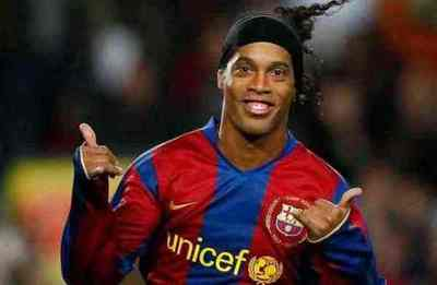 """Ronaldinho Gaucho llegará al país para presentar el """"Móvil de salud de las niñas y niños"""" y su libro Genio en la vida"""