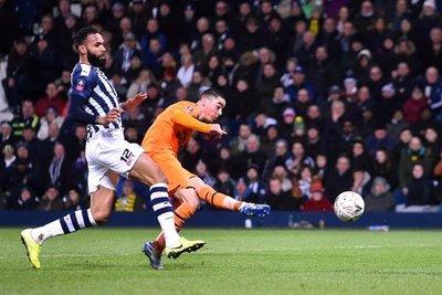 Almirón convierte dos goles para el Newcastle