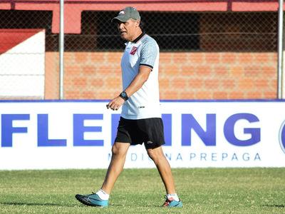 El Kelito presenta a Chito Ayala como nuevo su nuevo entrenador