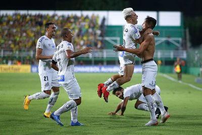 Santos se recupera y gana en Argentina