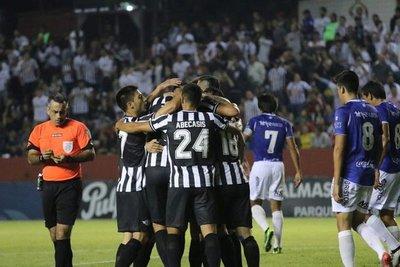 Torneo Apertura: El puntero Libertad defiende liderato ante Guaireña