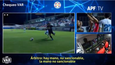 Así analizó el VAR la mano de Cabral en el Nacional-Olimpia