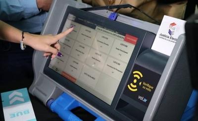 """HOY / TSJE habla de CD inviolable para el voto electrónico y los informáticos """"estallan"""""""