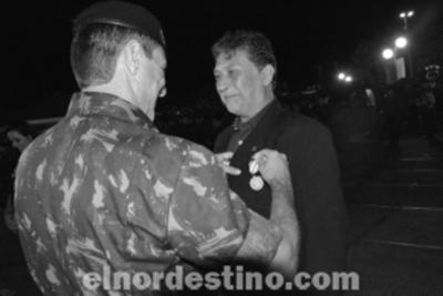 Periodista freelancer fronterizo es homenajeado durante celebración del centenario del 11º RC MEC de Ponta Porã