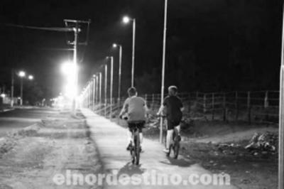 Municipalidad de Ponta Porã instala y prueba la iluminación en todo el trayecto de la bicisenda