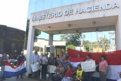 Abuelitos ya no soportan y toman Hacienda de CDE