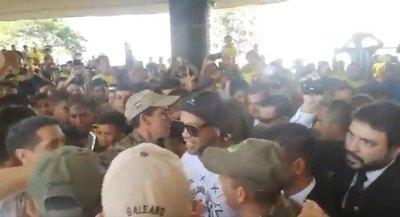 Ronaldinho llegó al país para ayudar a los pequeños