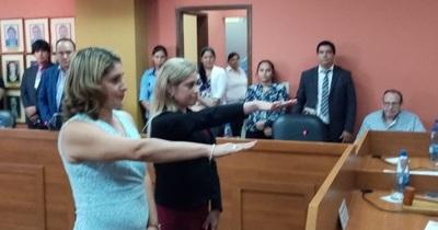 Semanario: en medio de dudas respecto a su legitimidad, juró la jueza Escurra, pero tarde; aprobaron Presupuesto Municipal 2020 y renuncia forzada de presidente de bomberos
