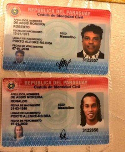 """Escándalo: Detienen a """"Ronaldinho"""" por ingresar al país con pasaporte falso"""