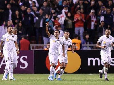 Liga de Quito golea a los suplentes de River Plate
