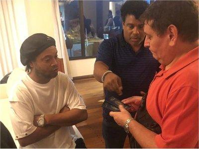 Ronaldinho no debía entrar al país, según ex directora de Migraciones