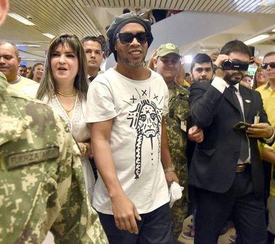 Caso Ronaldinho: Migraciones avisó, pero la ningunearon y tardaron 12 horas