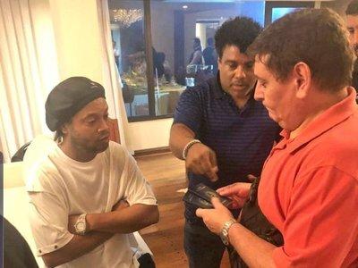 Ronaldinho, un mago del balón que acumula deudas y problemas con la Justicia