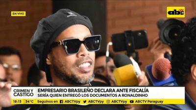 Ronaldinho usó pasaporte con contenido falso