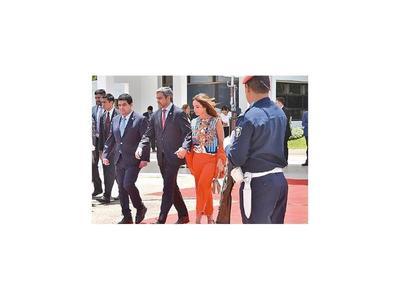 El presidente y el canciller visitarán Qatar este año