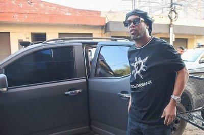 Pasaportes fueron entregados a Ronaldinho en su propia casa