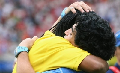 """HOY / Maradona le desea """"fuerza"""" a Ronaldinho: """"La verdad siempre sale adelante"""""""
