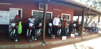 Ingenieros Agrónomos del MAG recibieron motocicletas