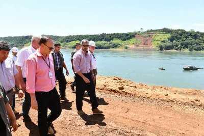Presidente visita zona de obra del Puente de la Integración