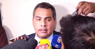 Caso Ronaldinho: Abogado de Sousa Lira dice que Dalia López le entregó los documentos apócrifos a su cliente
