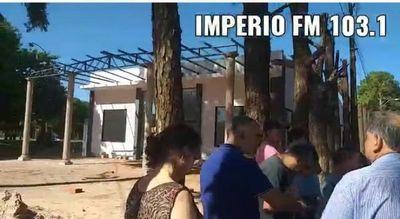 Pastor evangélico arremete contra añejos árboles en Jardín Aurora