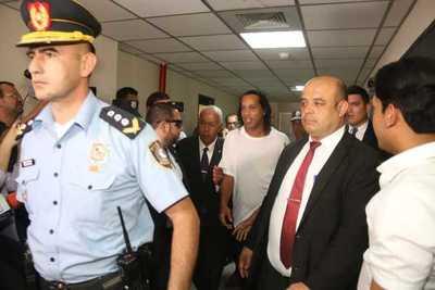 Prefirió no desayunar: Ronaldinho no aceptó el cocido y la galleta de la Agrupación Especializada