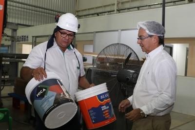 MIC destaca inversión de moderna fábrica ubicada en el Chaco