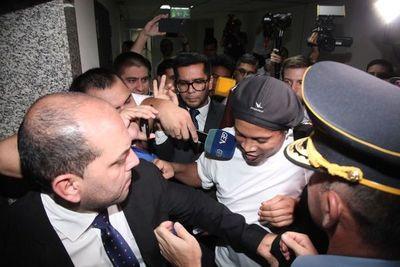 Caso Ronaldiño: Fiscal ratificó pedido de prisión preventiva para 'Dinho'