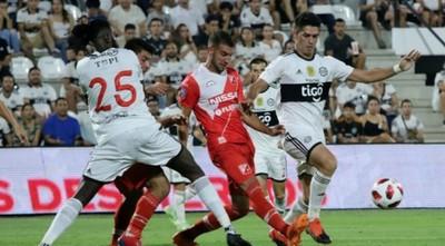 Olimpia sacó un agónico empate con Adebayor de titular