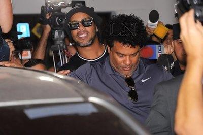 Ronaldinho y su foto viral en la Agrupación Especializada
