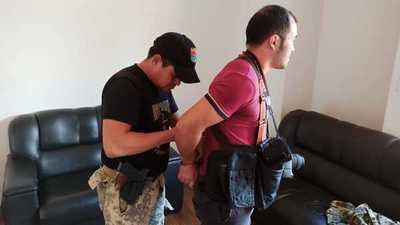 Aduaneros y Marinos golpean, roban y detienen a FOTOGRAFO