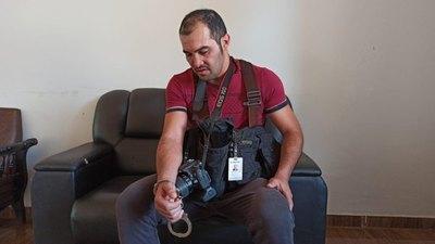 Golpean y esposan a fotógrafo del diario Crónica