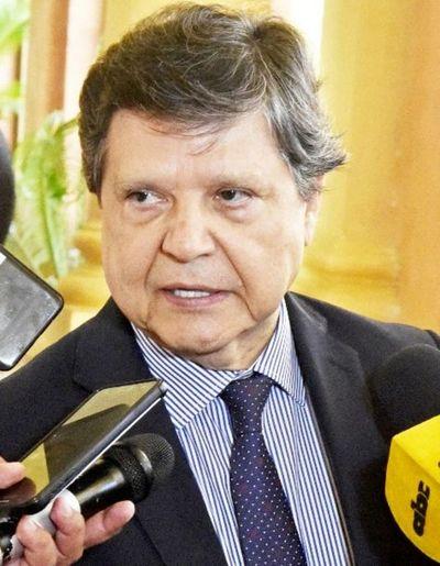 Ministro del Interior niega que sabía previamente de escándalo Ronaldinho