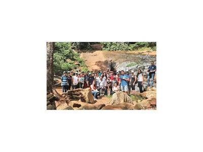 Turismo ecológico para preservar árboles en el Guairá