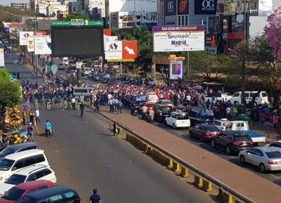 """Anuncian """"BLOQUEO"""" del Puente en protesta contra MILITARES y ADUANEROS coimeros"""