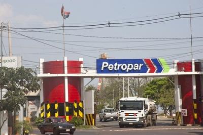 Petropar no reducirá precios de combustibles. Baja de costos internacionales del petróleo no incide en Paraguay, dicen