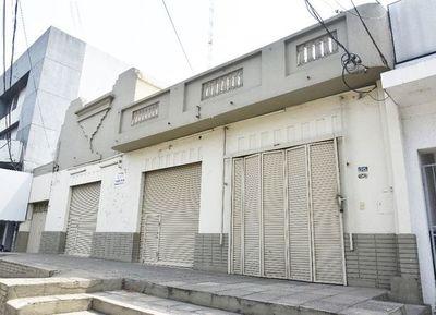 """Edificio vacío en dirección de """"empresa"""""""