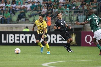 Guaraní pierde ante Palmeiras ayudado por el arbitro