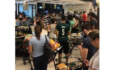 Supermercadistas piden calma tras masiva concurrencia de personas y aseguran que precios no subirán
