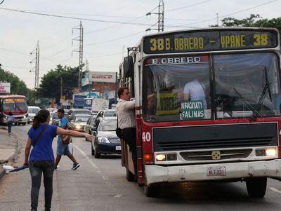 Coronavirus: Colectivos seguirán operando a pesar de aglomeración de pasajeros