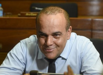 Bachi Núñez plantea prohibir ingreso de personas desde países con coronavirus