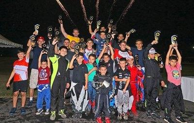 El karting abrió su temporada 2020 en horario nocturno