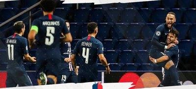 En un estadio vacío, PSG remonta y ya está en cuartos