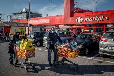 Italia cierra todos los negocios del país, excepto los de primera necesidad