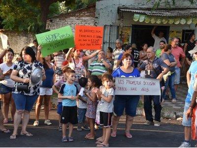 Vecinos de barrio Obrero se manifiestan por falta de agua en la zona