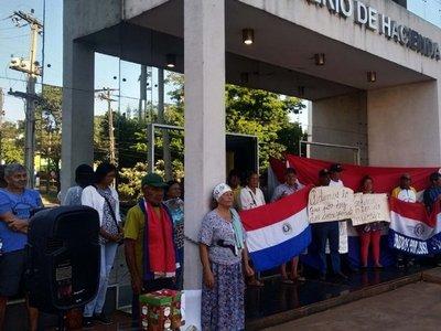 Abuelos toman  sede de Hacienda de CDE y reclaman subsidio legal