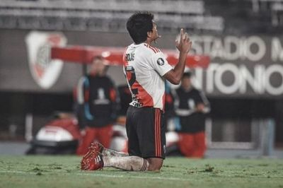Rojas aporta un gol en la paliza 8
