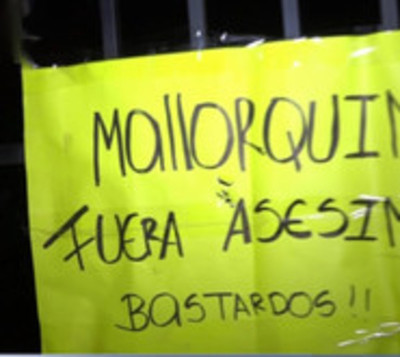 Queman casa de presuntos asesinos en Itauguá