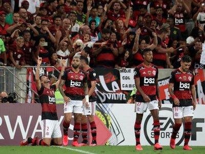 El campeón Flamengo hace respetar su casa y golea al Barcelona