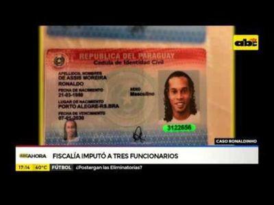 Fiscalía imputó a 3 funcionarios por caso Ronaldinho
